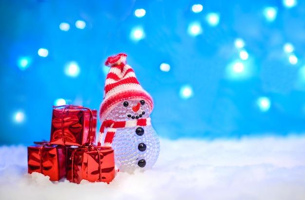 雪だるまとプレゼントのクリスマス画像
