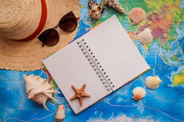 地図と夏の休日の要素