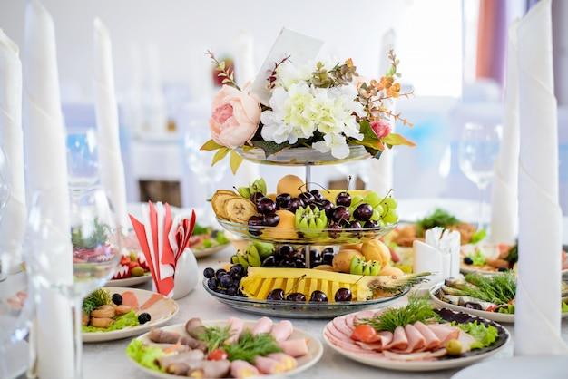 装飾されたパーティーテーブル