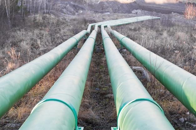 採石場から水を汲み上げるための大きな水道管
