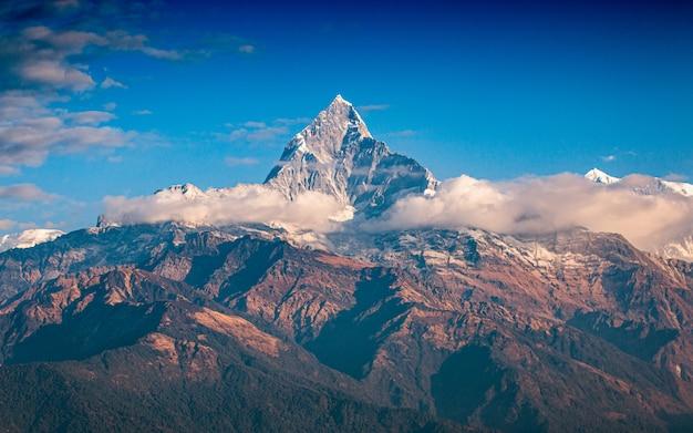 美しい輝くフィッシュテールマウント、ポカラ、ネパール