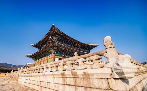 Красивый храм в сеуле, южная корея.