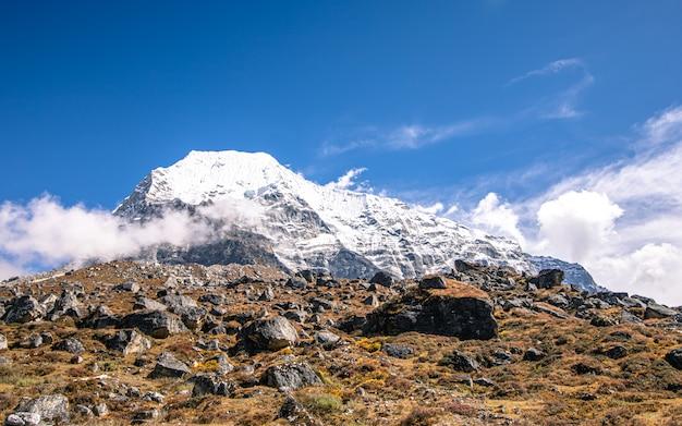 美しい輝く山、ネパール、ドラカ。