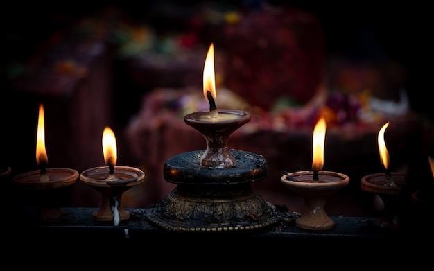 カトマンズ、ネパールでディワリ祭キャンドルライト。