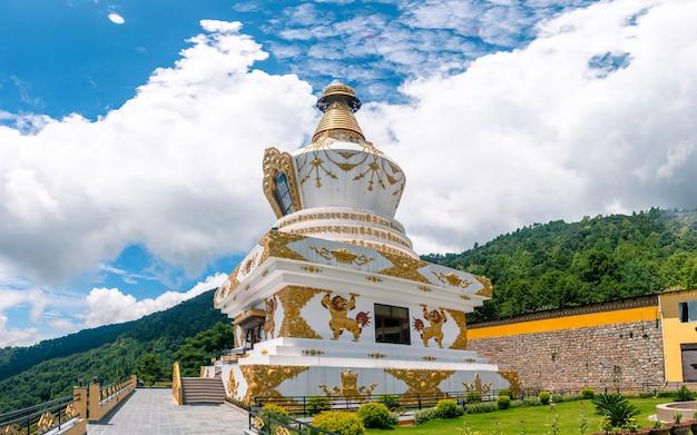 Красивая ступа храма будды в катманду, непал.