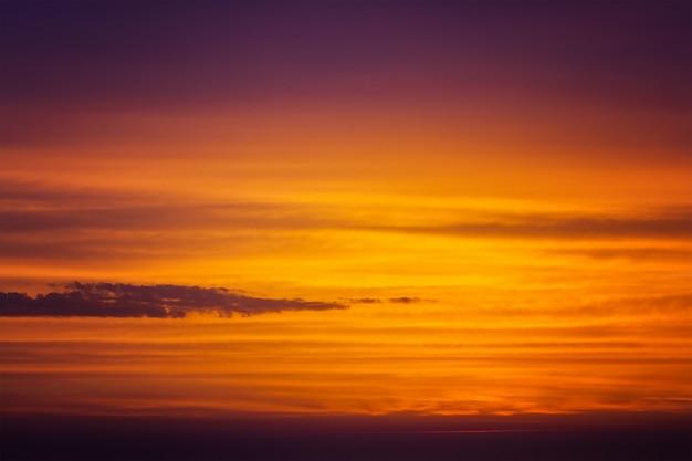 Живописное небо во время заката