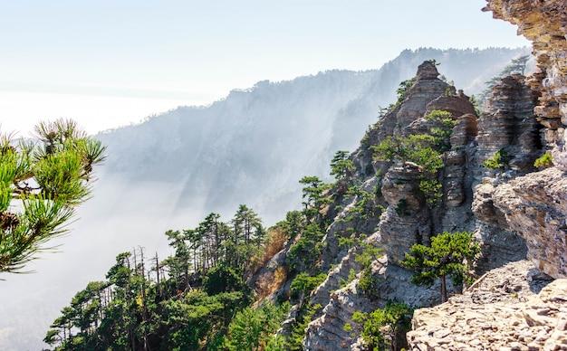 クリミア半島の南海岸のタラクタシュ山脈