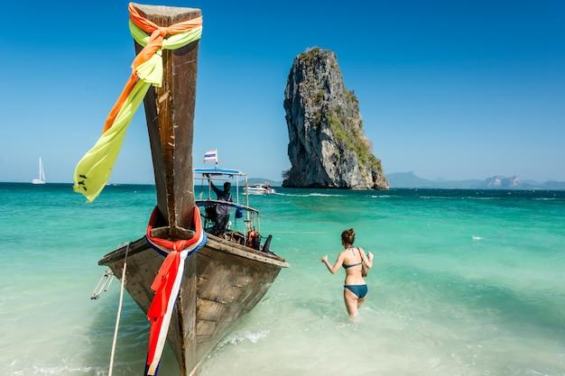 クラビ、タイの美しいビーチの風景