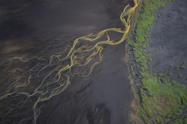 アイスランドの氷河川の空撮
