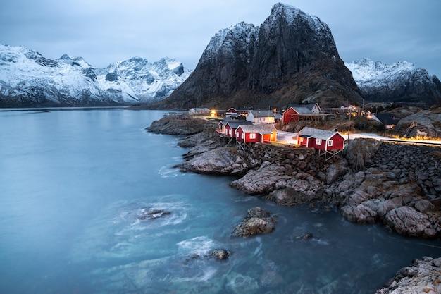 冬、ノルウェーのロフォーテン諸島、ハムネイの美しい風景
