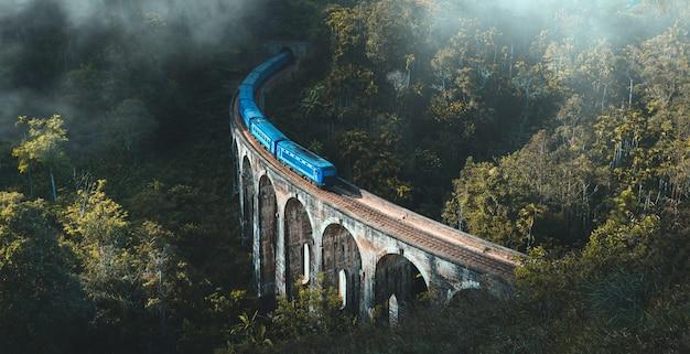 デモダラナインアーチブリッジ、エラ、スリランカ
