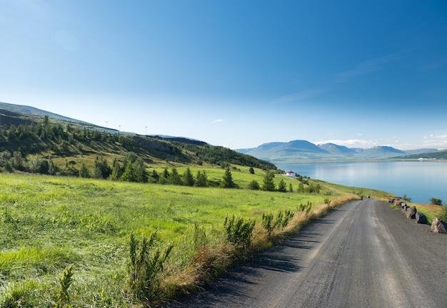 夏のアイスランドの美しいアークレイリ