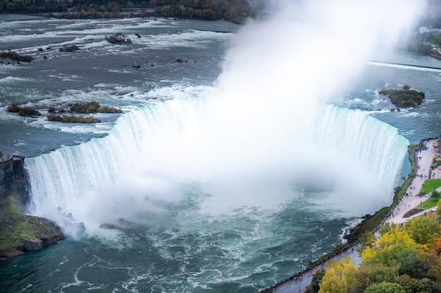 Ниагарский водопад сверху, вид с воздуха ниагарского водопада.