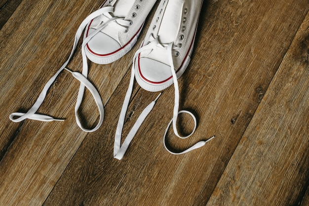 靴のひもで碑文が大好きです。元のバレンタインデーの愛。木の床 。