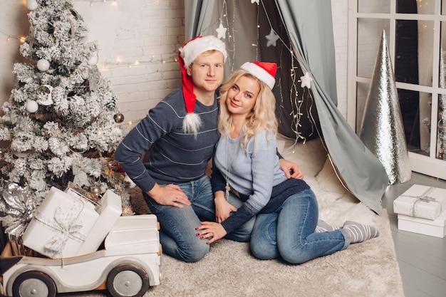 Рождественский дом портрет счастливой семьи