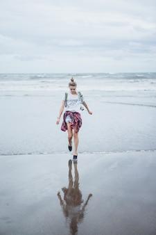 若い、魅力的、女の子、海岸沿い、砂浜、海岸