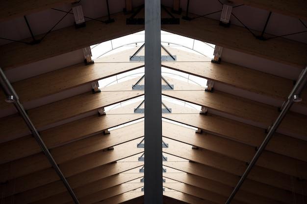 ルーフ。工業スタイル。天然素材、金属の木材
