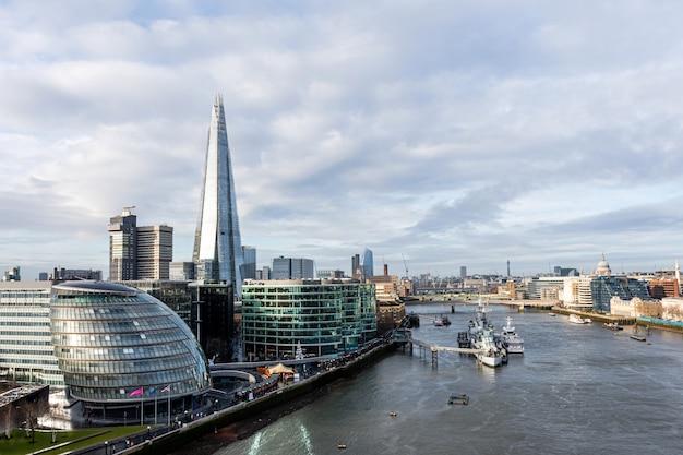 テムズ川とロンドン市、イングランド、イギリスの空撮