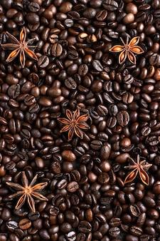 Кофе в зернах фона с анисовыми звездами