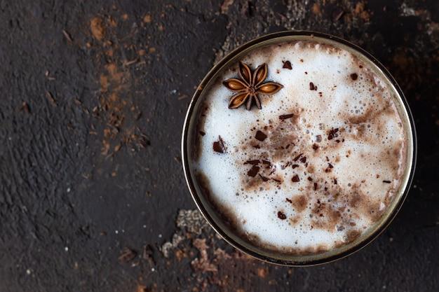 Домашний пряный горячий шоколад с анисовой звездой, палочками корицы и горьким шоколадом
