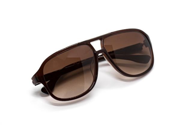 Современные модные солнцезащитные очки, изолированные на белом фоне, очки.