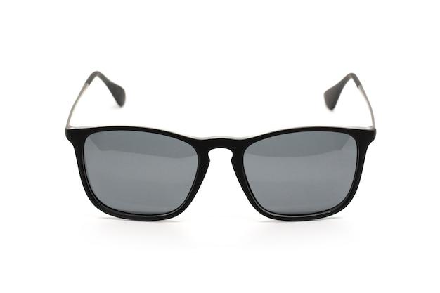 白で隔離される現代のファッショナブルなサングラスのイメージ