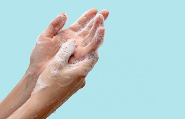 コロナウイルスのパンデミック予防、石鹸で手を洗う