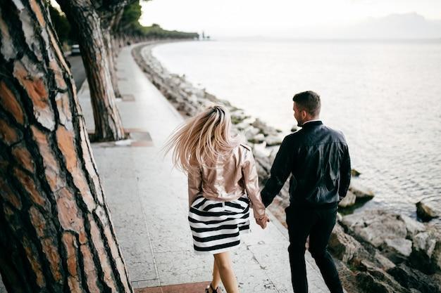 若いカップル 。愛とは