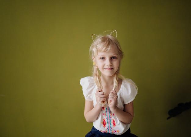笑って幸せな子供の肖像画