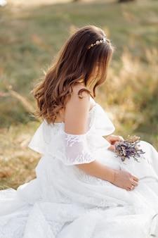妖精の森でロマンチックな写真。きれいな女性