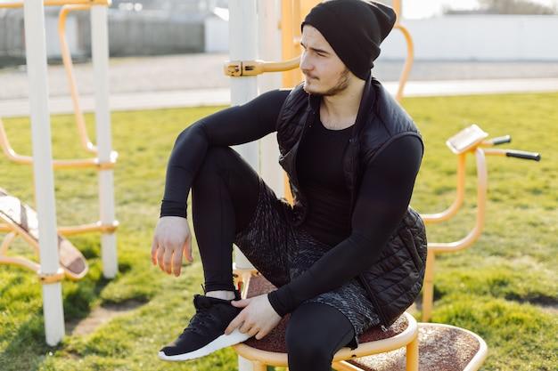 Фитнес человек тренировка на улице жить активный здоровый