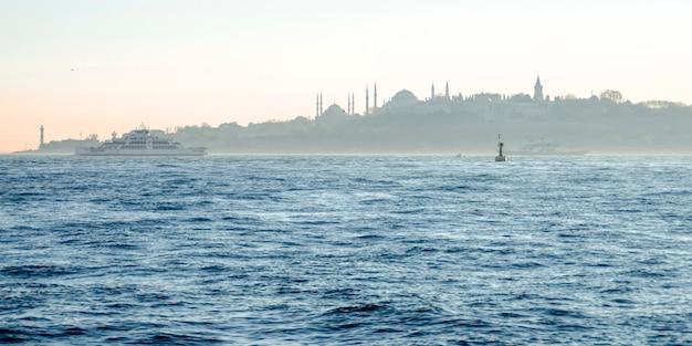 イスタンブール。ボスポラス海峡からの眺め