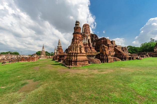 タイ、ユネスコ世界遺産のアユタヤ歴史公園にあるワットマハタート寺院