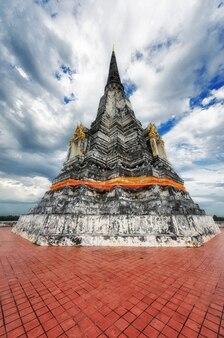 Чеди пукхао тонг, аюттхая, таиланд