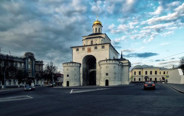 Золотые ворота владимира, центр города владимир, россия