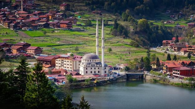 Панорамный вид на узунгёль в турции черноморский регион.