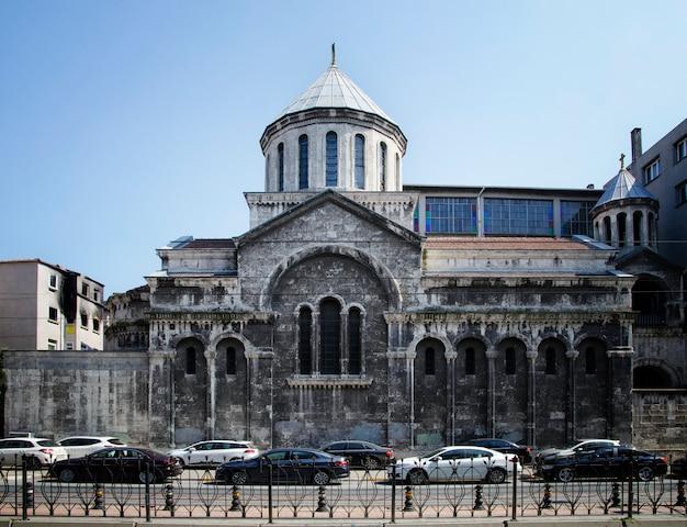 Сурп крикор лусаворик армянская православная церковь вид в стамбуле. стамбул является популярным туристическим направлением в турции.