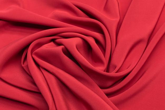 Вишневый твил шелковой ткани в художественном макете. текстура, фон, рисунок.