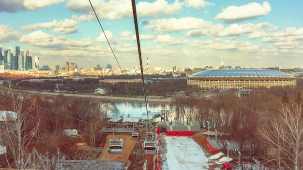 すずめの丘のケーブルカーからモスクワの風光明媚なビュー