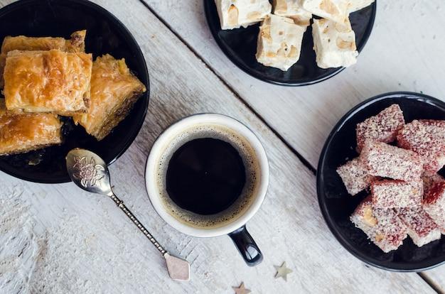 Ассорти из традиционных восточных десертов