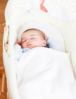 クローズアップ、愛らしい、赤ん坊、眠る、彼の、