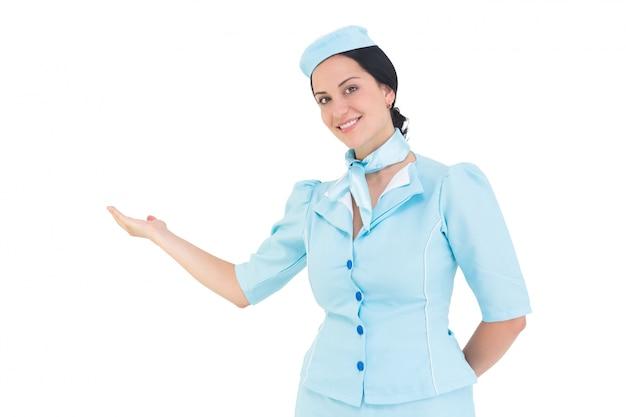 Довольно воздушная хозяйка, представляющая рукой