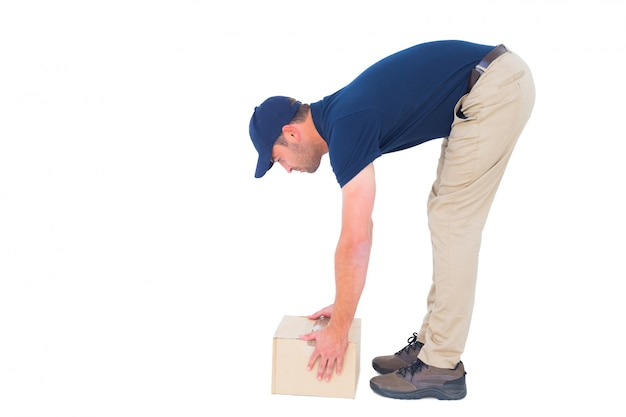 Вид сбоку доставки человек сбор картонной коробки