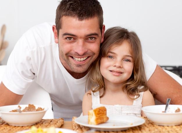 父と娘の朝食を取った肖像画