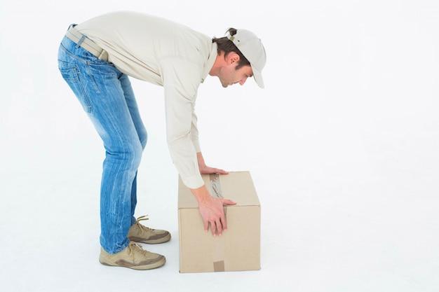 Доставка человек сбор картона коробки