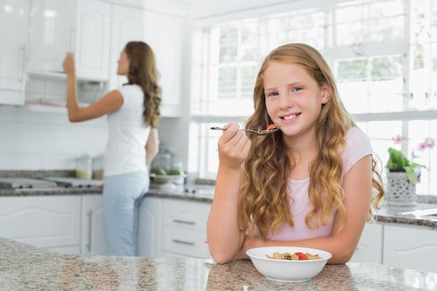 女の子、朝食、背景、母親、キッチン