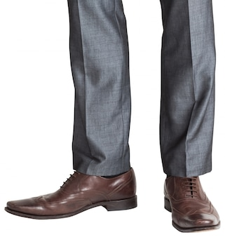 Ноги бизнесменов в коричневых блогах