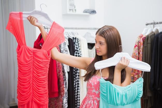 ドレスを選ぶのが難しい女性