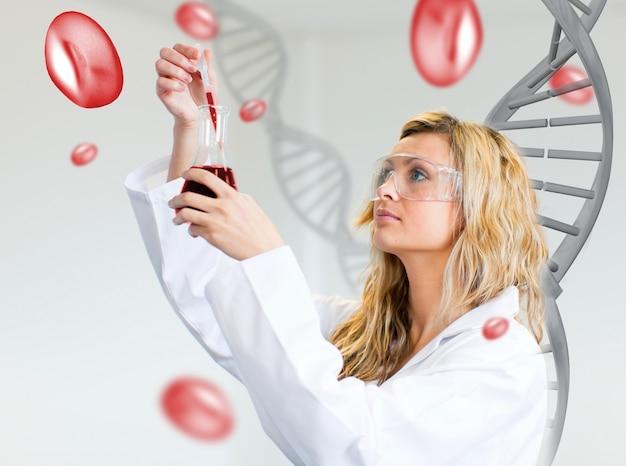 女性の科学者、血液を調べる