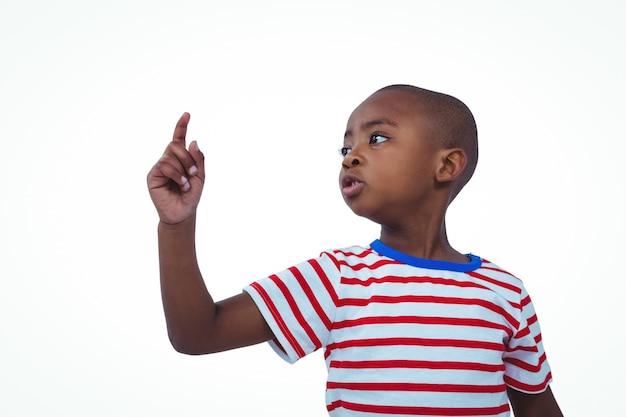かわいい男の子の指を振って、いいえ